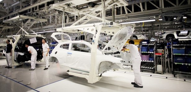 Volkswagen Autoeuropa assembly using the Bolt Pro