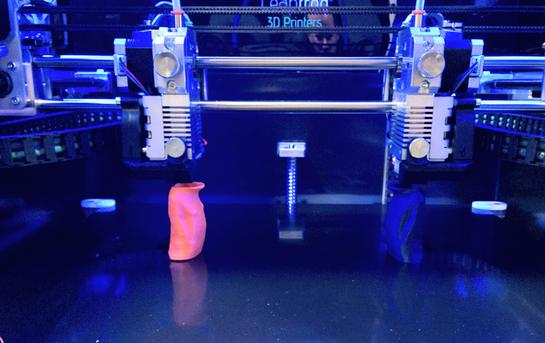 Bolt Pro 3d Printer, Leapfrog, printing process with dual extruders